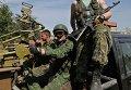 Вооруженные ополченцы в Донецке