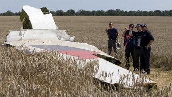 Эксперты работают на месте крушения Boeing 777
