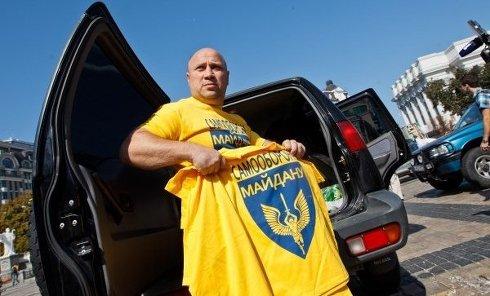 Польские активисты передали гуманитарный груз украинским военным на Михайловской площади в Киеве