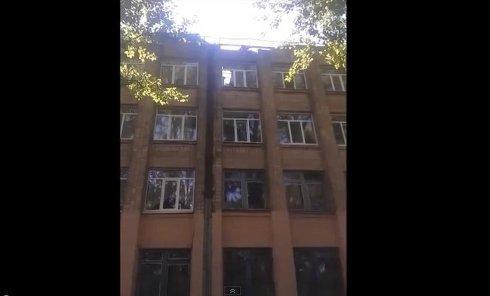 Что осталось от школы №58 в Донецке после обстрела. Видео