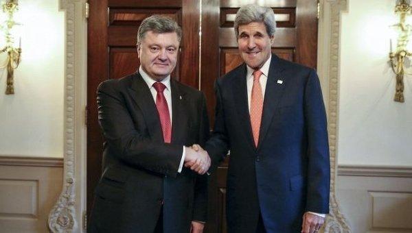 Петр Порошенко и Джон Керри. Архивное фото