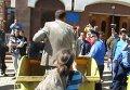 Депутата в Кировограде затолкали в мусорный бак