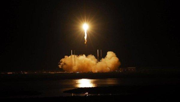 Запуск космического грузового корабля Dragon с мыса Канаверал, США