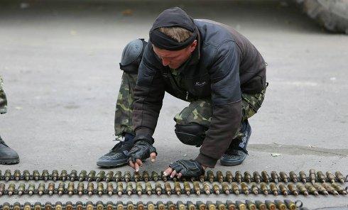 Украинские военные в районе Мариуполя