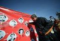 Акция по закидыванию помидорами портретов политиков