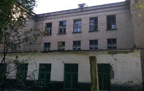 Снарядами была повреждена ещё одна школа в Донецке