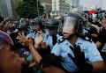 Столкновения протестующих и полиции в Гонконге