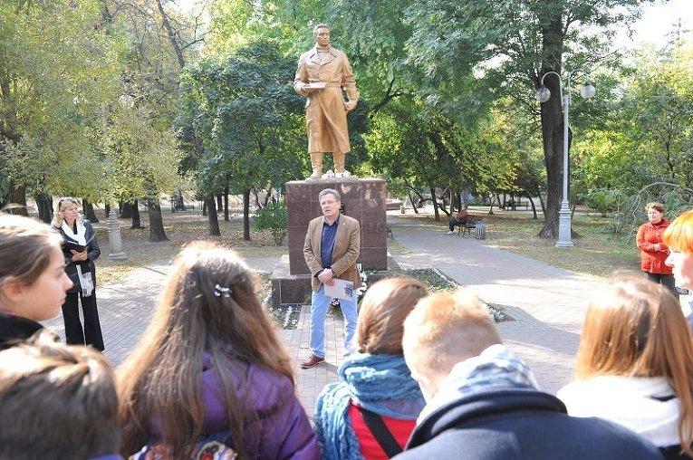 В Киеве восстановили памятник Валерию Чкалову