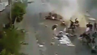Камеры внешнего наблюдения зафиксировали момент взрыва в столице Йемена. Видео