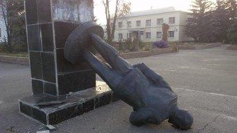 Снос памятника Ленину. Архивное фото