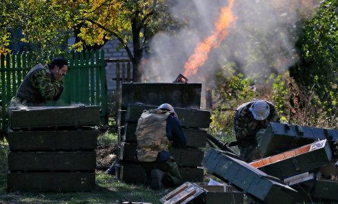 Стрельба из миномета в Донбассе. Архивное фото