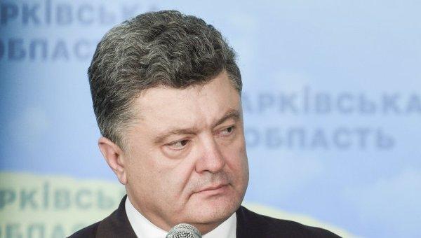 Президент Украины Петр Порошенко во время посещения Харьковского университета воздушных сил имени Ивана Кожедуба в Харькове
