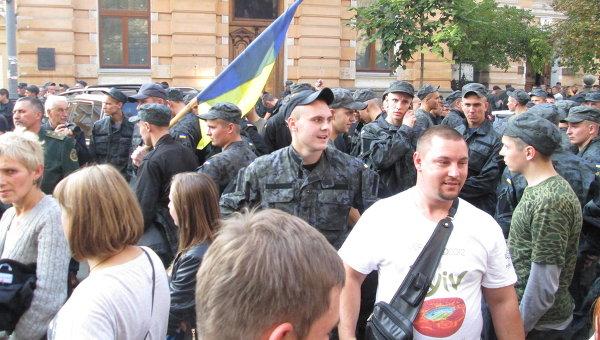 Бойцы ВВ из зоны АТО требуют дембель возле администрации президента