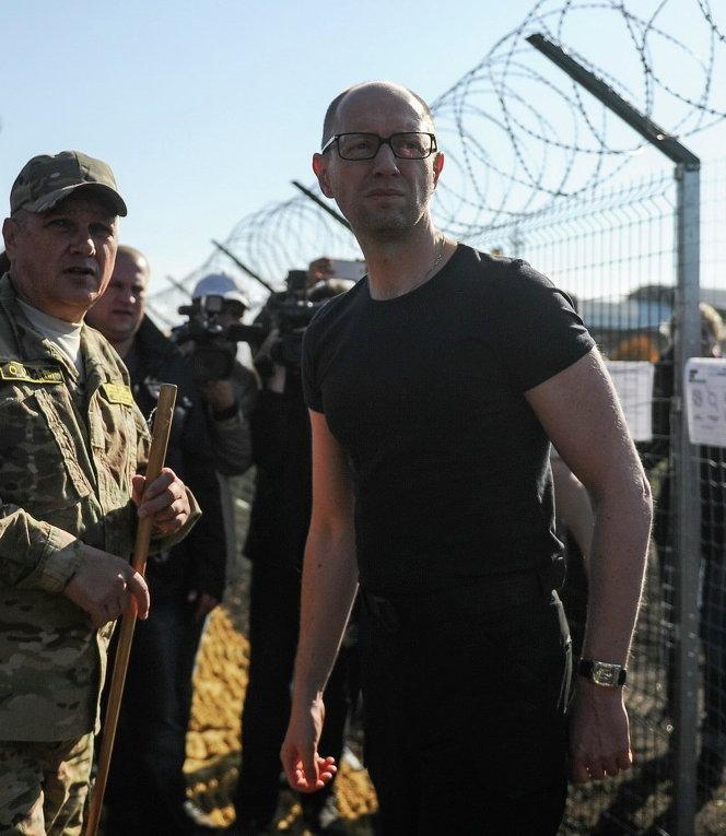 Арсений Яценюк инспектирует проект Стена