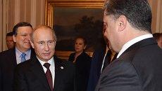 Петр Порошенко и Владимир Путин и во время встречи в Милане, 17 октября 2014 года