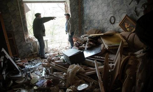Разрушения в одном из жилых домов Донецка