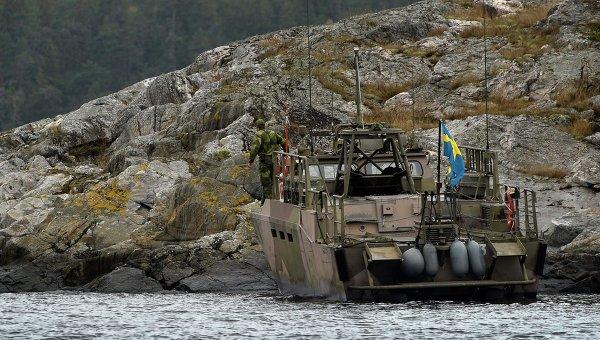 Поиски иностранной подводной лодки в водах Швеции
