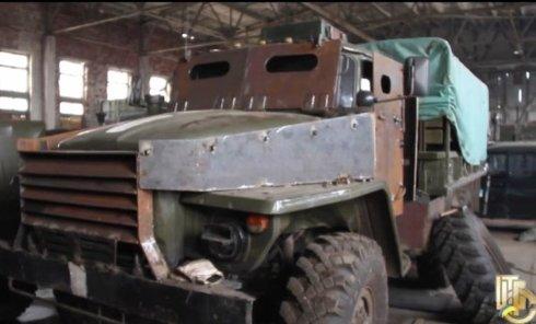 Военные показали, как бронируют автомобили для АТО. Видео
