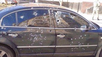 Обстрелянный автомобиль у окружной избирательной комиссии в Кривом Роге