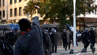 Во Франции стражи порядка разогнали акцию протеста против полицейского произвола