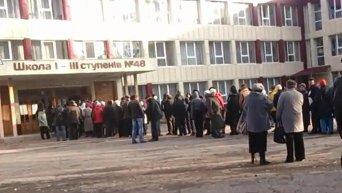 Луганск Люди пришли на выборы