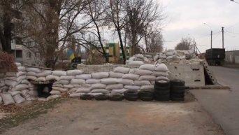 Блокпост украинских военных в Авдеевке в день выборов в ДНР. Видео