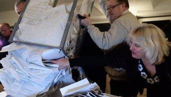 Подсчет голосов на выборах в ЛНР. Архивное фото