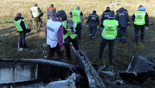 ОБСЕ вместе с экспертами из Голландии осматривают место падения Boeing