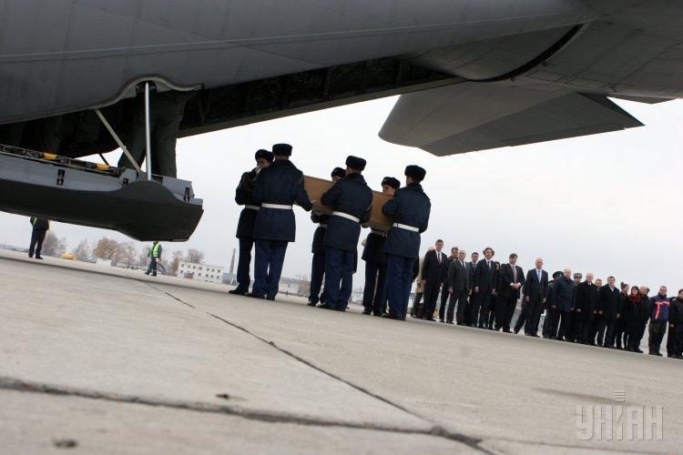 В Нидерланды отправили останки тел пассажиров Boeing