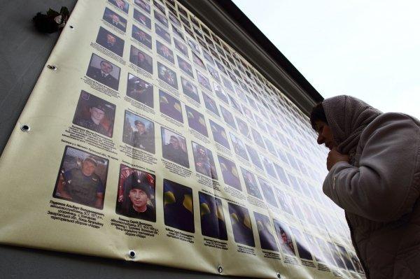 На Андреевском спуске появились фото бойцов, погибших в зоне АТО
