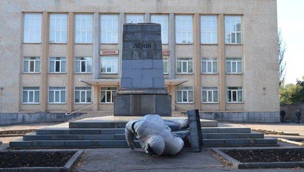 Разрушенный памятник Ленину в Кривом Роге. Архивное фото