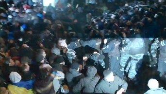 Первые столкновения Евромайдана с Беркутом 1 декабря 2013 года. Видео