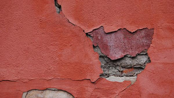 Разрушенная стена. Архивное фото