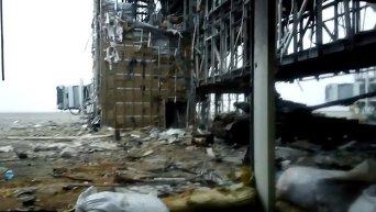 Донецкий аэропорт под обстрелом