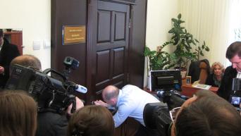 Сергей Каплин ломает двери в кабинет мэра Полтавы