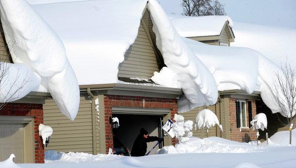 Последствия снегопада. Архивное фото