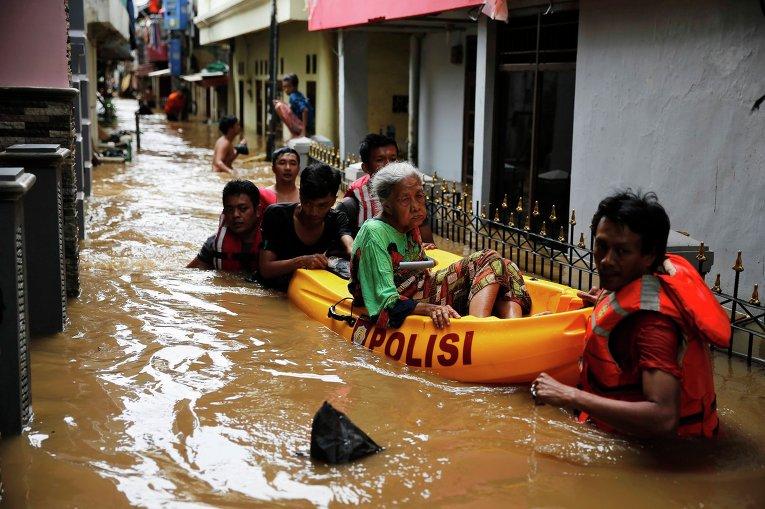 Картинки по запросу Наводнение Джакарти