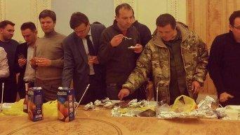 Обед во время подписания коалиционного соглашения