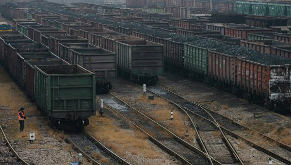 Состав с углем ожидает отправку в Донецк