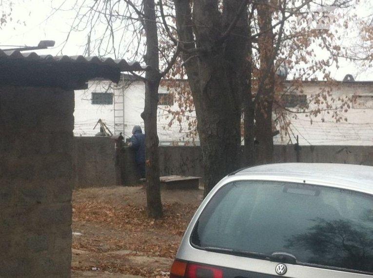 Обследование территории возле эпицентра взрыва в Харькове