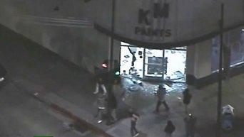 В Фергюсоне протестующие громят магазины. Видео