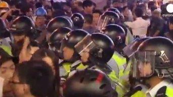 Гонконг: баррикады убрали - протесты продолжаются. Видео