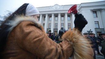 Избиратели и милиция проводили депутатов на первое заседание Рады