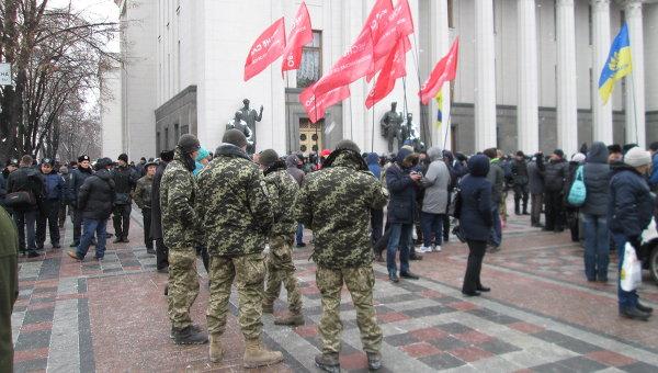Бойцы батальонов у Верховной Рады