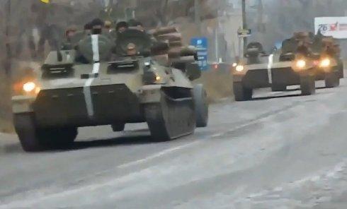 ВСУ стягивают бронетехнику в зону АТО. Видео