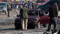 Сотрудники спецслужб на месте теракта в Кабуле