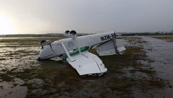 Перевернутый самолет в Брисбене