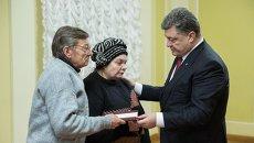 Петр Порошенко и родители Михаила Жизневского