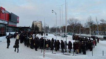 Очередь за гуманитарной помощью в Донецке