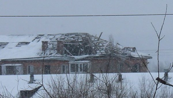 Разрушенное здание в городе Счастье, Архивное фото